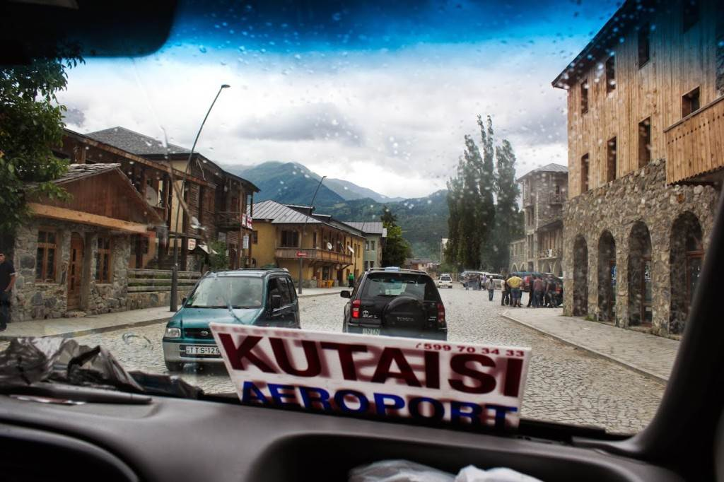 Улица в Местии, административном центре Сванетии