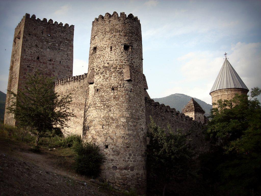Ананури, крепостные башни