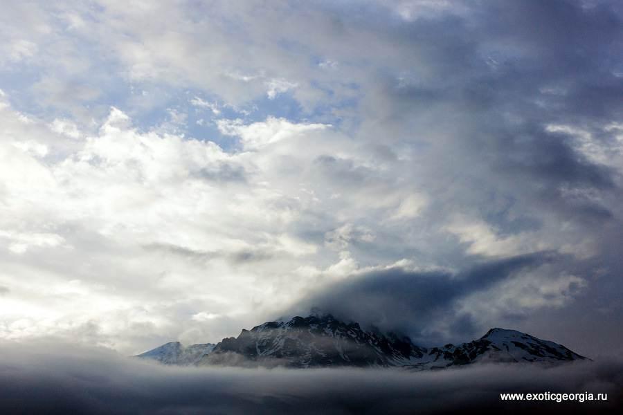 А потом и туман опустился на горы.