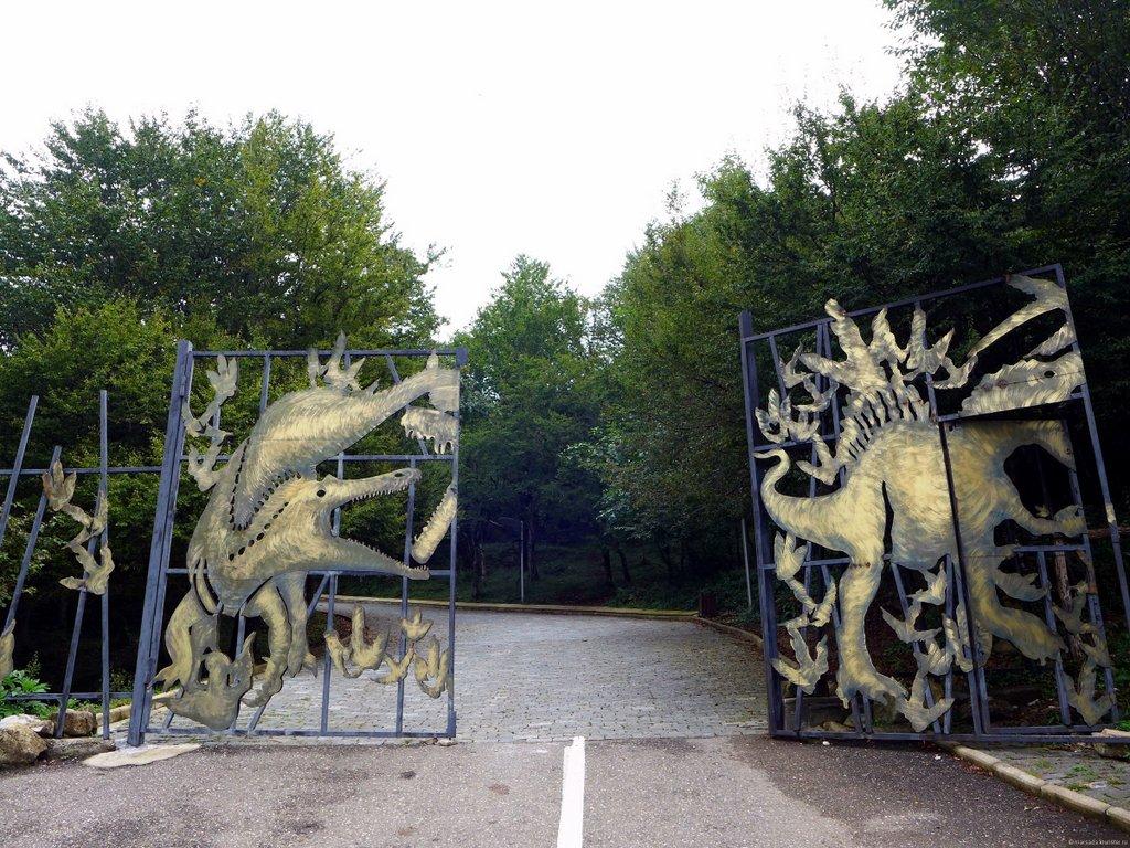 Вход в павильон с динозаврами