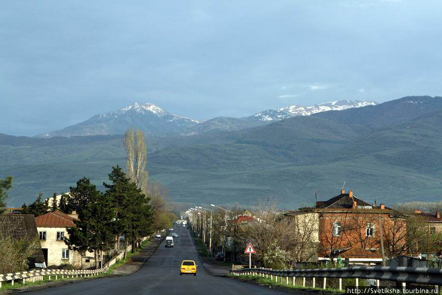 Еще горы....