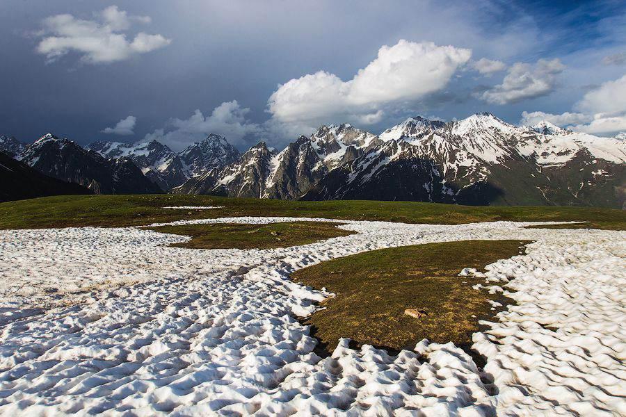 Заснеженные горы
