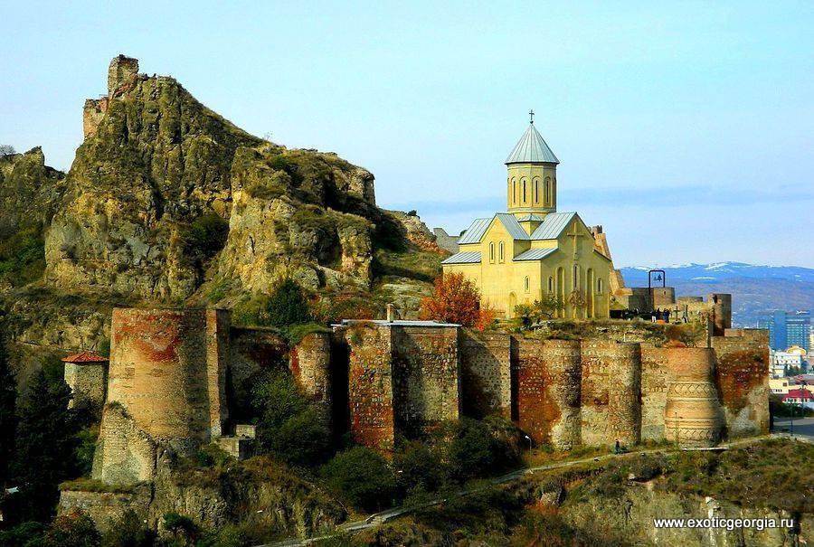 Крепость над городом