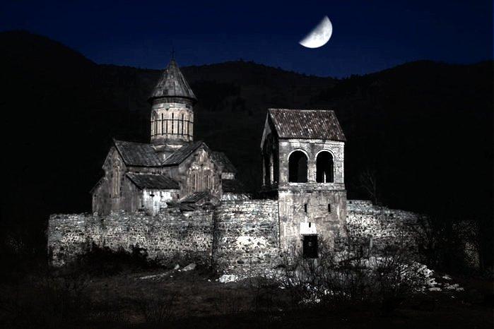 Монастырь Питарети ночью