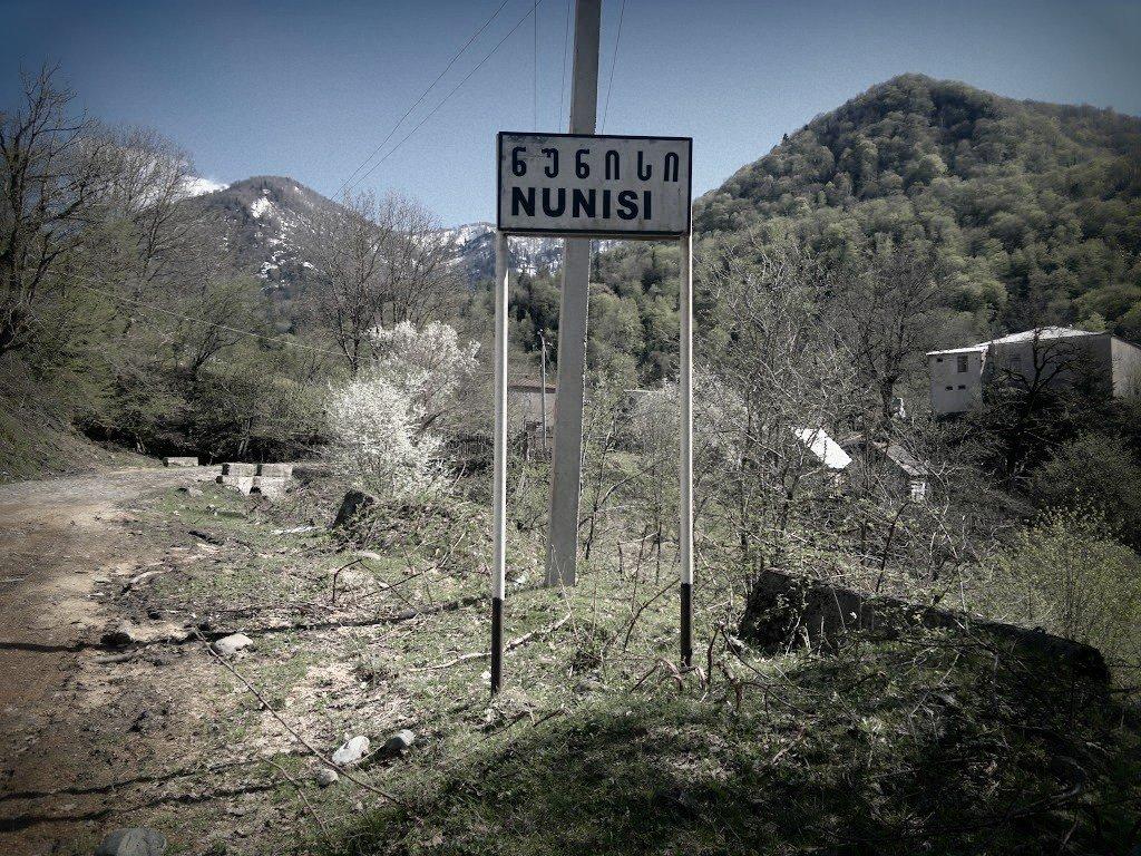 На въезде в Нуниси