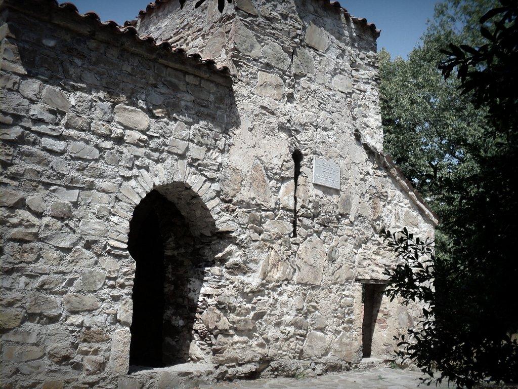 Некреси - стены монастыря