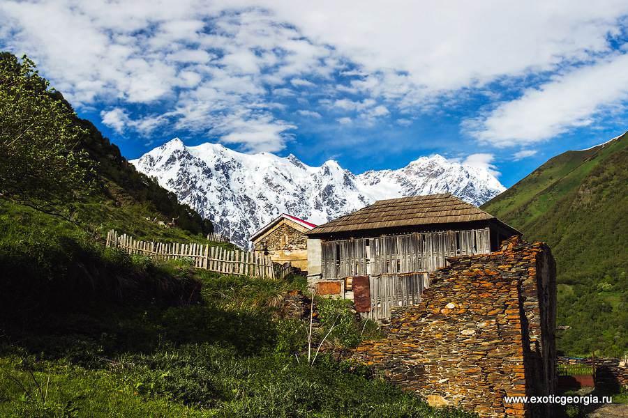 Один едут сюда из других стран, чтобы увидеть эту красоту.. Другие видели ее каждый день из окон своих домов..