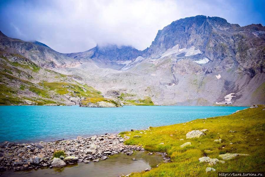 Озеро в впадине