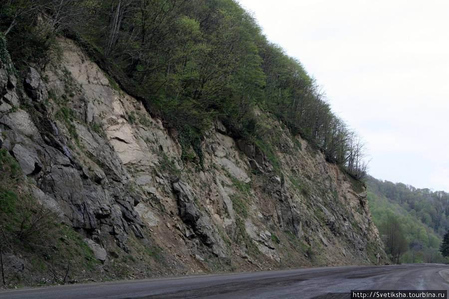Опасная дорога под склонами Имерети