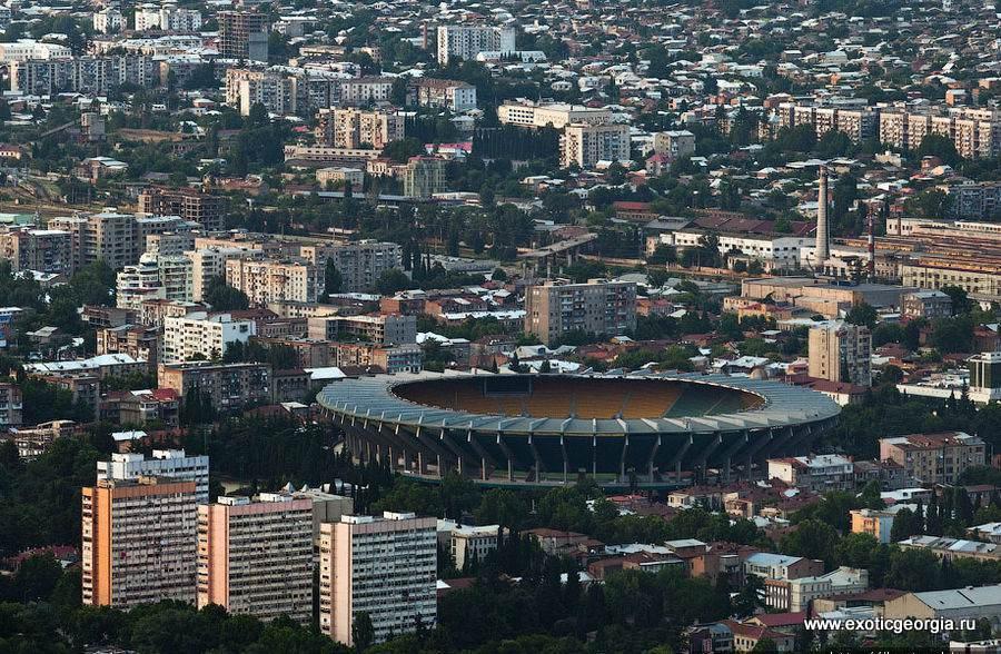 Стадион Бориса Пайчадзе также известный как стадион «Динамо». Это домашний стадион ФК «Динамо» (Тбилиси).