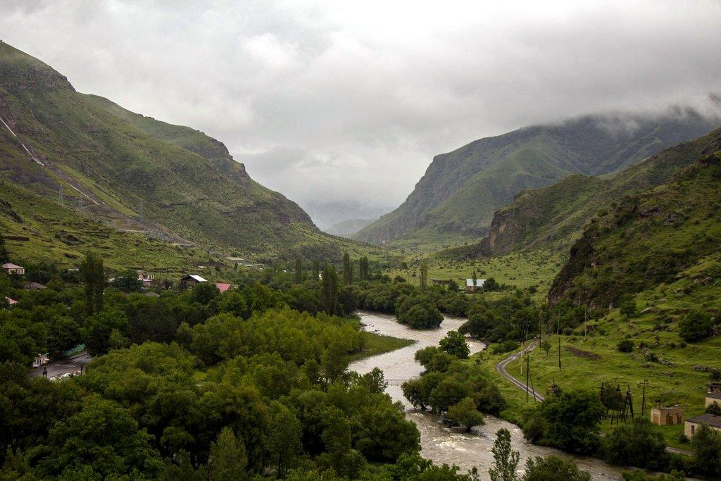 Ущелье и река Кура