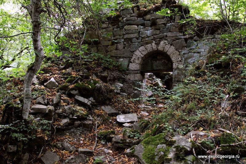 Это картана (храм) Св.Георгия. Датируется 518 годом.