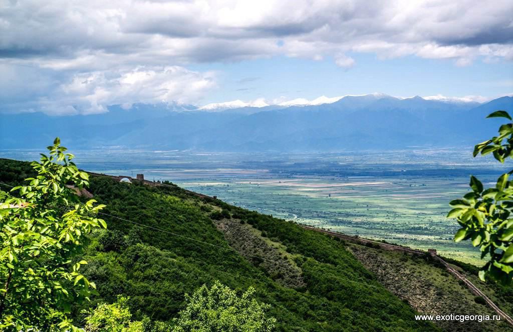 Снежные вершины кавказких гор