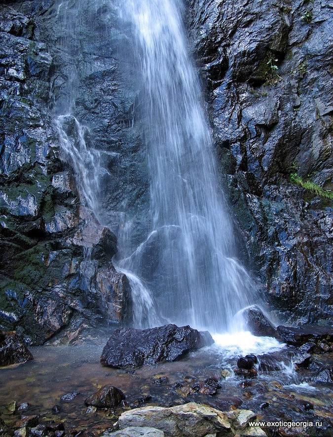 ущелье мрачных скал...Дарьяльское ущелье и гора Казбек