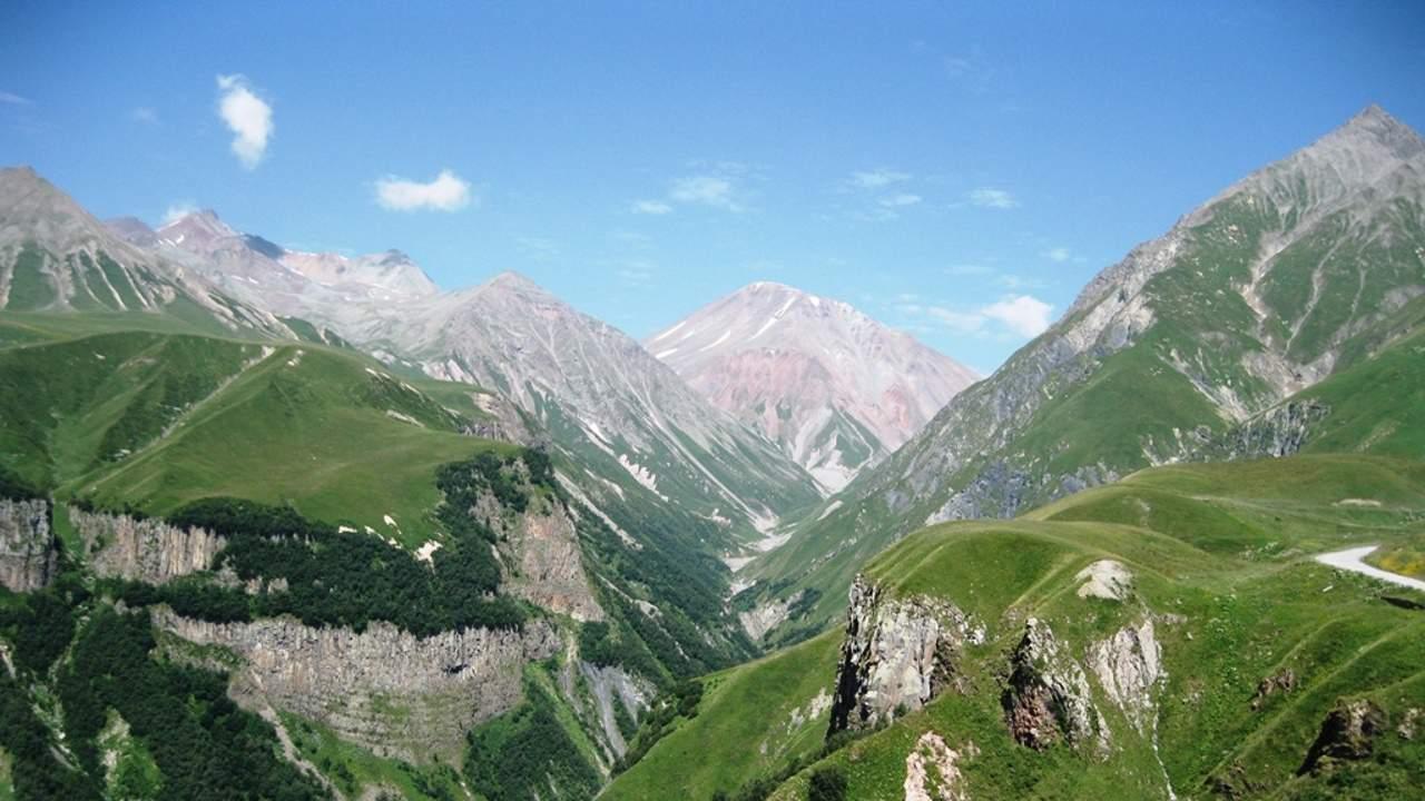 Тур в Казбеги и Крестовый перевал