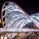 Современный мост в Тбилиси