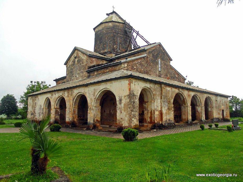 Храм Спаса в Цаленджиха