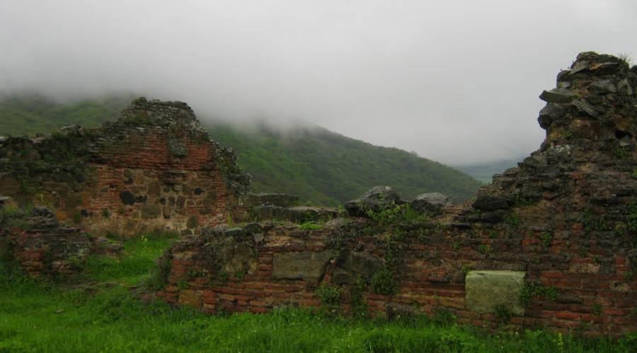 Развалины в Дманисском районе