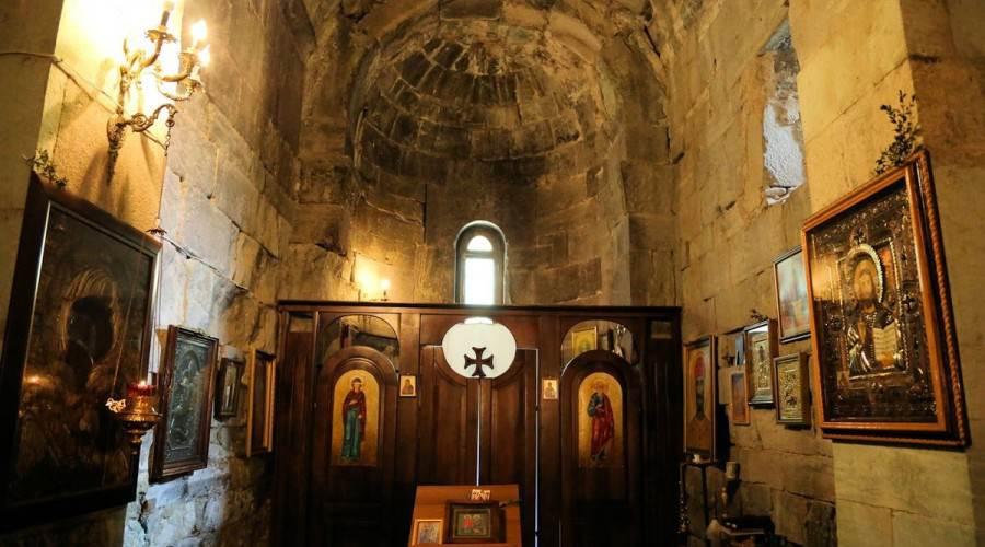 Внутри, сохранившиеся росписи