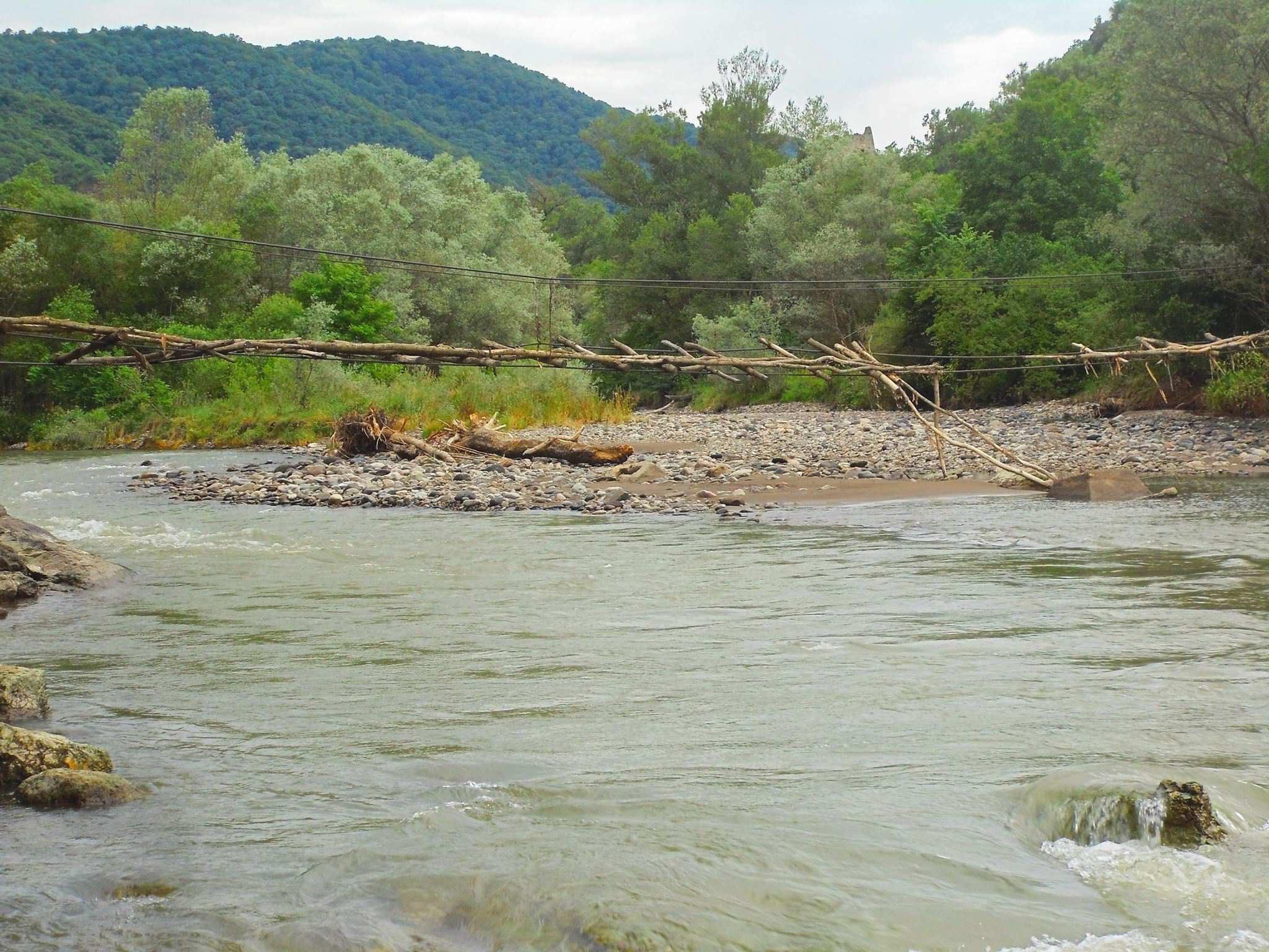крепость Хулути и река