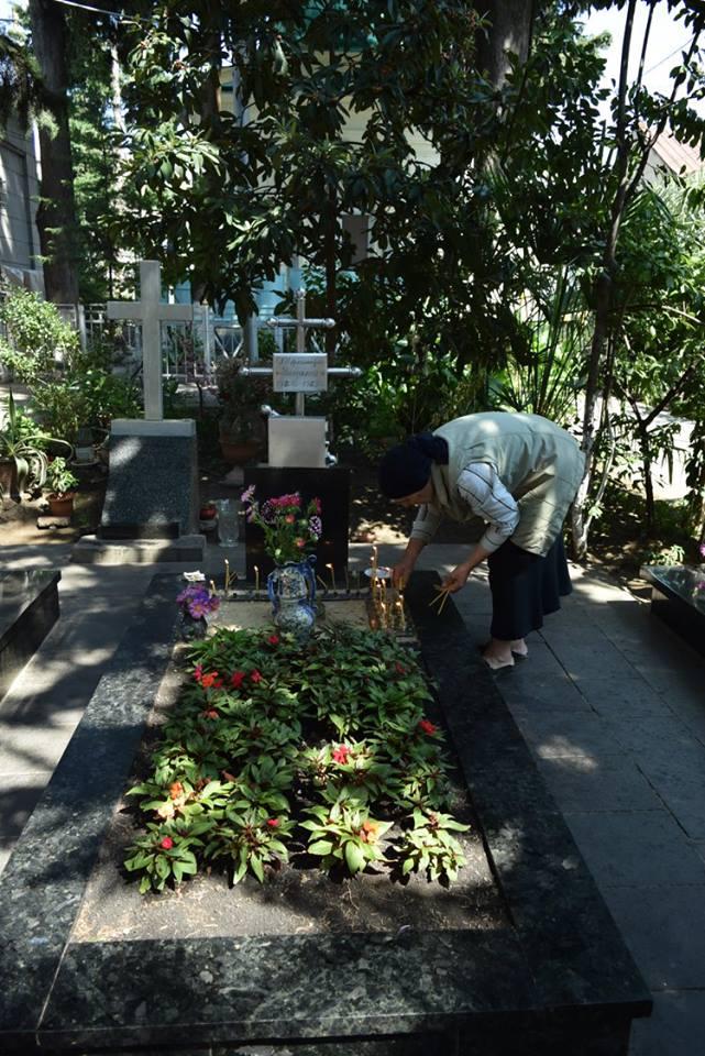 могила великого старца схиархимандрита Виталия Сидоренко на территории храма св. Александра Невского