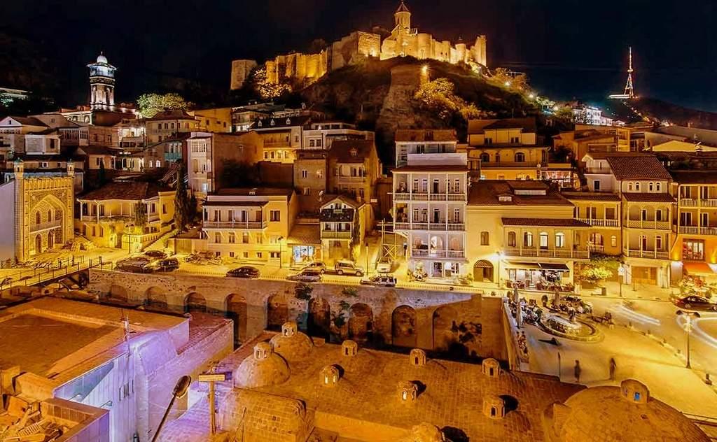 Ночной Тбилиси возле бань