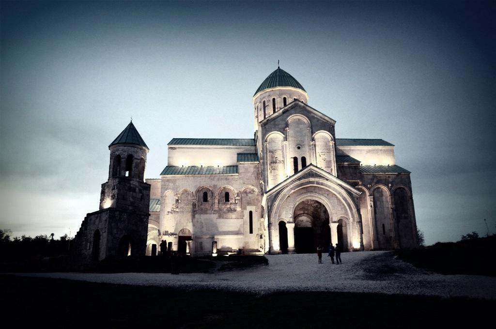 Вечерний храм в Кутаиси
