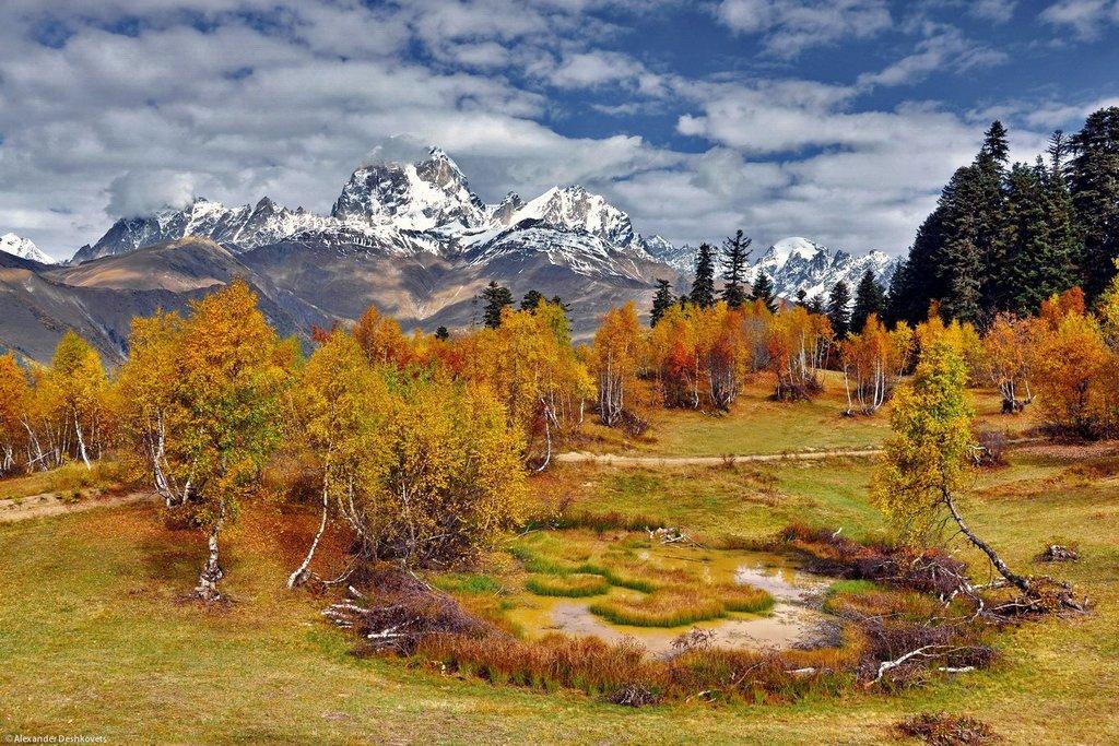 Гора Хацвали вид на Ушба