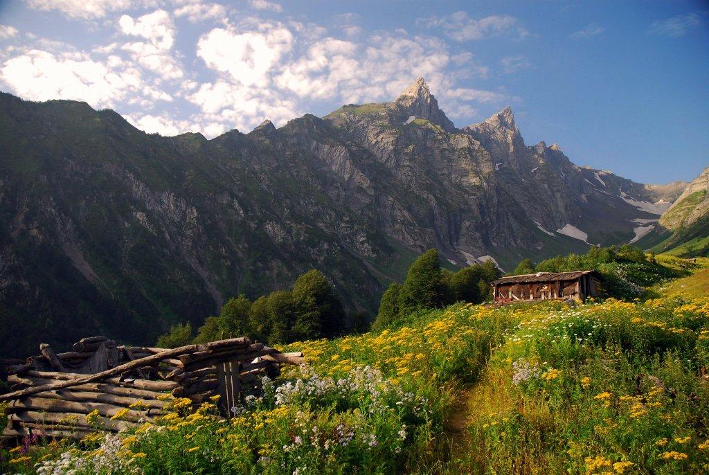 Горный хребет Катицвера и Доломиси