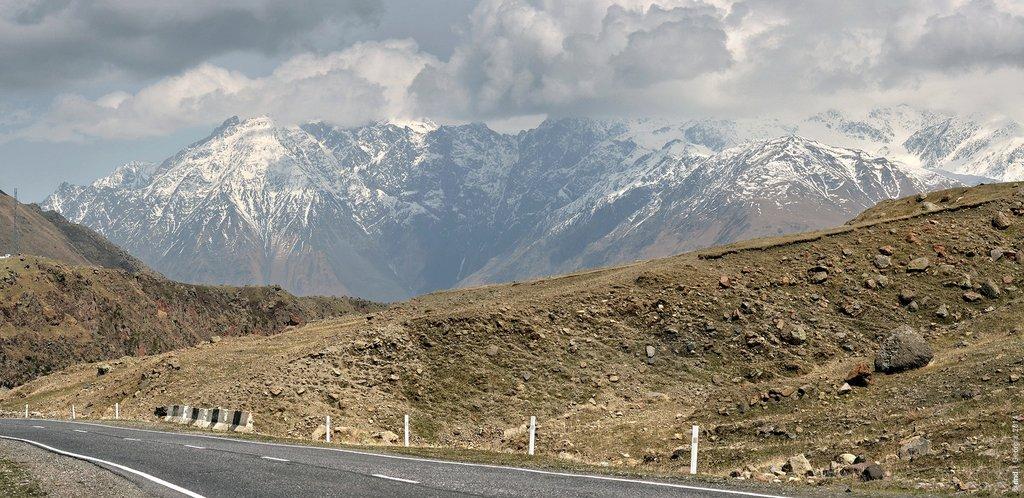 Казбеги и Крестовый перевал