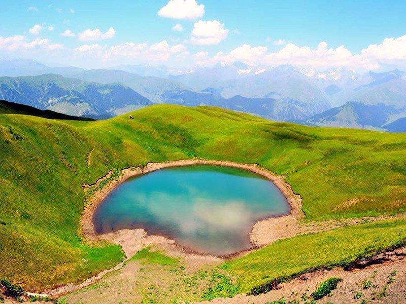 зеленое озеро Абуделаури
