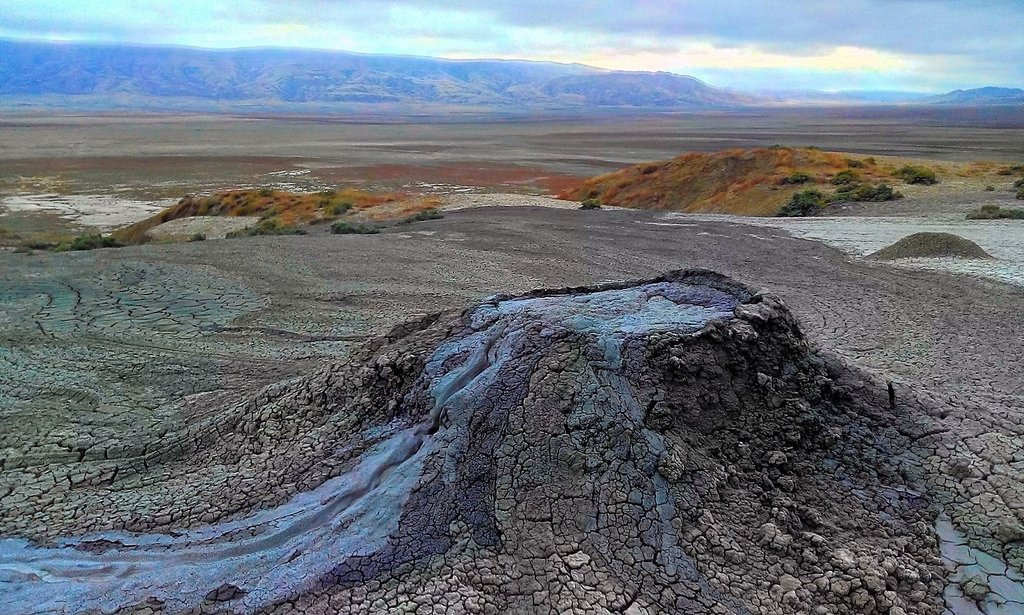 нефтяные вулканы Килакупра