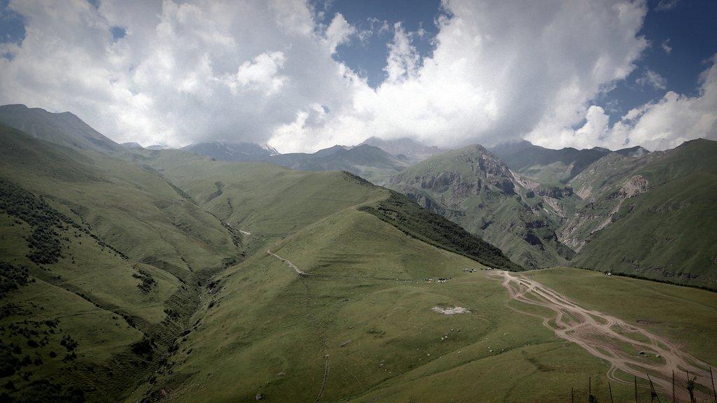 Виды на гору Казбег с Гергетской церкви